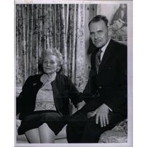1964 Press Photo John S. Widdicombe & his mother
