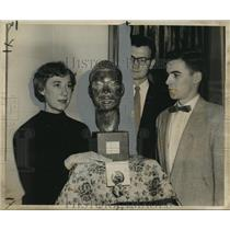 "1955 Press Photo Artist La Verne Fromberg with ""Young Prophet"" at Delgado Museum"