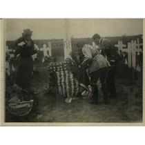 1920 Press Photo General Magin of French Army Placed a Wreath at Cemetery