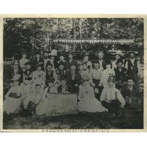 1886 Press Photo The Cream City Amazon Circle went on a picnic at Moiser Park.