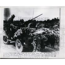 1950 Press Photo US Soldiers operate front line communications from vehicle