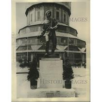 1929 Press Photo Monument to Polish peasant workers in Poland - mjb91559