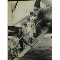 1961 Press Photo Leroy S. Mott family boards plane for Hawaii in Albany, NY