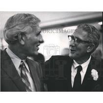 1972 Press Photo Gerald Powell chats with Ralph W. Callahan, Newspaper Executive
