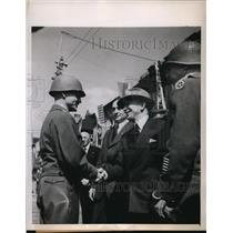 1945 Press Photo President Benes greets General John Devine who freed Pilsen