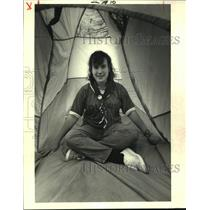 1987 Press Photo Charlotte Havens in her tent in her backyard in Terrytown.