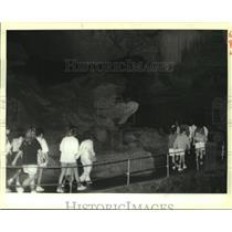 1988 Press Photo Girl Scout Cadet Troop 633 tours Tuckaleechee Caverns