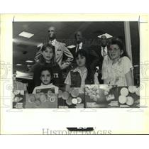 1990 Press Photo Girl Scout Troop 3011selling cookies at Maison Blanche