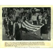 1989 Press Photo Girl Scout Troop #882 carry an American Flag at Westchester