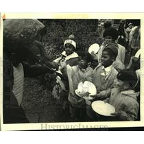 1987 Press Photo Kick off the Girl Scout Annual Cookie Sale at Audubon Zoo