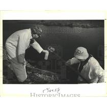 1991 Press Photo Doug Crist & Jim Trusley- Water sample- Recovery One Landfill