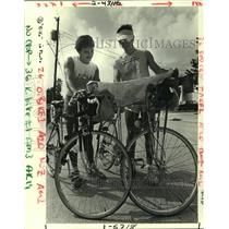 1984 Press Photo Bicyclists Michael Dupre and Al Devillion in Metairie
