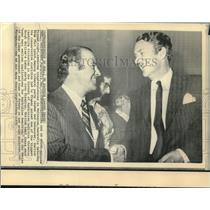 1975 Press Photo Australian Malcolm Fraser receives congratulations from Lynch