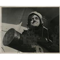 1941 Press Photo Australian Anti-Aircraft Gunner aboard the H.M.A.A Perth