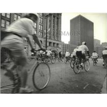 1994 Press Photo Cyclists on streets, Miller Lite Ride For The Arts, Milwaukee.