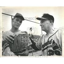 1966 Press Photo Larry Holly and Ed Roush Baseball - RRQ46791