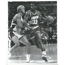 1988 Press Photo Otis Henry Thorpe basketball player - RRQ53629