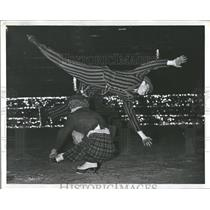 1938 Press Photo Skaters Eddie and Oscar - RRQ65039