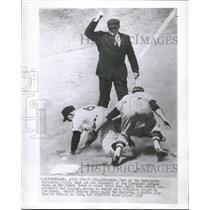 1955 Photo Washington Nationals Eddie Yost Tags Out Indians Joe Altobelli