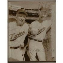 1970 Press Photo Bill Rigney Jim Pert Minnesota Twins - RRQ42383
