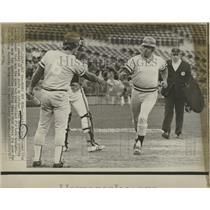 1974 Press Photo Cookie Rojas Kansas City Royals Greet - RRQ15617