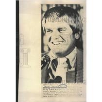 1975 Press Photo Derrel Whitey Herzog Talks to Reporter - RRQ10877