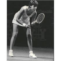 1975 Press Photo Kathy Kuykeendall Nose Serve Tennis - RRQ29247