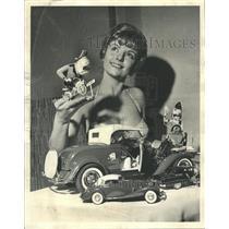 1964 Press Photo Miss Susan Hanson Model Hobey Show Toy - RRW40131