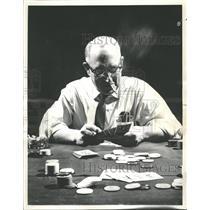 1963 Press Photo Compulsive Gamblers Can Get Help - RRQ57005