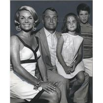 1969 Press Photo Cullom Walker, Junior and Wife Muffin and Children - abna29009