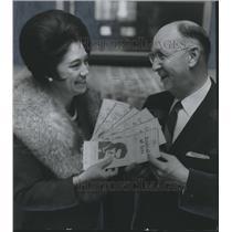1969 Press Photo Mrs. Charles Milton, Councilman M. E. Wiggins with Arts Program