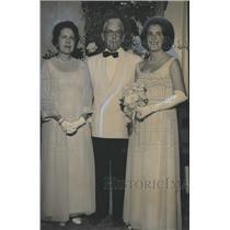 1967 Press Photo Debutante Jeanne Hanby Forsyth with parents at Tea Dance