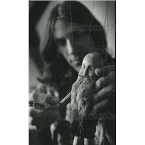 1975 Press Photo Sydney HIH, Puppet shop, Lee Dorval, with one of his creations