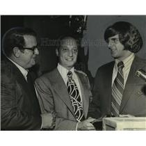 1972 Press Photo Quarterback Chris Vacarella at Touchdown Club with Harold Blach