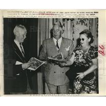 1948 Press Photo Billie Astor Hands Auction Brochure to Mr Davidson & Mrs Amitoz