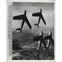 1952 Press Photo Air Force Sabre Knights performs for Powered Flight Anniversary