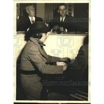1935 Press Photo Lucille Norton Tells Investigation Committee About Communism