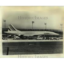 1976 Press Photo The Air France Concorde refueling for a return trip - not02948