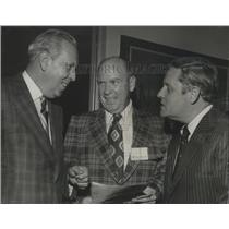 1972 Press Photo Hoyt Harwell of the Associated Press with Others at Event