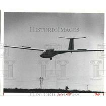 1982 Press Photo Romanian Lark lands at Houston Soaring Assoc, Katy, TX