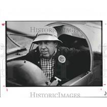 1987 Press Photo Club member Harry Brown in glider cockpit in Texas - hca23704