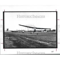 1987 Press Photo Glider and tow plane taking off in Texas - hca23698