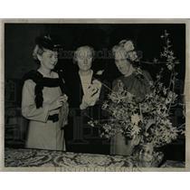 1948 Press Photo Stuart Hilton Smith Women Director - RRW88011