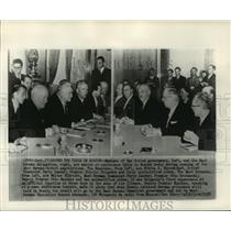 1955 Press Photo Russian government members & East German delegation, confer