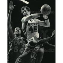 1985 Press Photo Milwaukee Bucks - Randy Breuer in Basketball Game - mjt00048