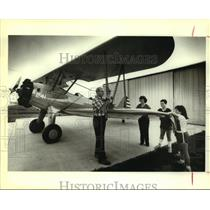 1989 Press Photo Air Force Major and biplane builder Charles R. Anderson, family