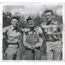 1954 Press Photo Disabled Veterans Fishermen Chicago
