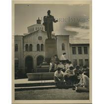 1940 Press Photo Students of Honolulu's modern McKinley High School studying