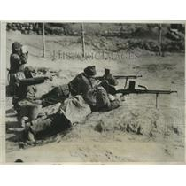 1933 Press Photo Japanese Soldiers use machine gun in Linguan Outpost
