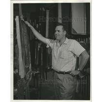 1962 Press Photo Artist James Schinneller working on one of his pieces